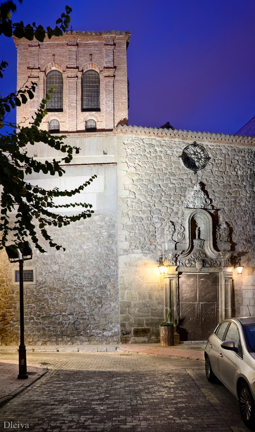 Torre mudéjar y portada de la iglesia
